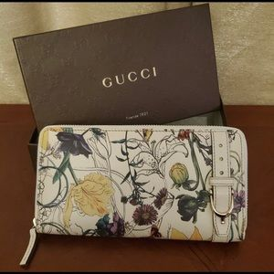 Gucci White Floral Infinity Zipper Wallet